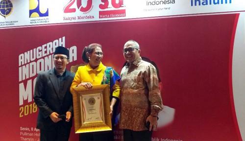 Foto Susi Pudjiastuti Sabet Penghargaan Menteri Fenomenal