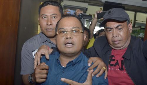 Foto Jadi Tersangka Penipuan, Ketua KADIN Digelandang Polisi