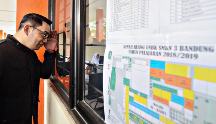 Jenguk Walikota Bogor. Lewat Pintu Kaca, Ridwan Kamil: Kumaha Kondisi Kang Bim? - Warta Ekonomi