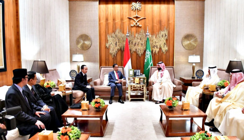 Foto Ini Dia Isi Percakapan antara Jokowi dan Putra Mahkota Kerajaan Arab Soal Lobi Kuota Haji