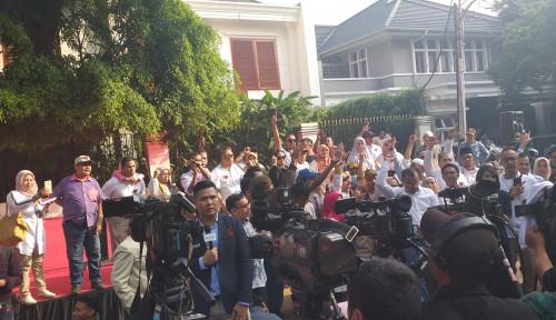 Foto Wadaw, Rumah Prabowo Digruduk Emak-Emak