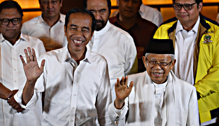 Sebelum Terbang ke Jepang, Jokowi Mampir Dulu ke Rumah Kyai Ma'ruf - Warta Ekonomi