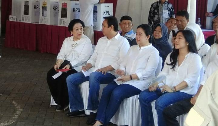 Diiringi Rebana, Megawati dan Puan Maharani Nyoblos di TPS Kebagusan - Warta Ekonomi