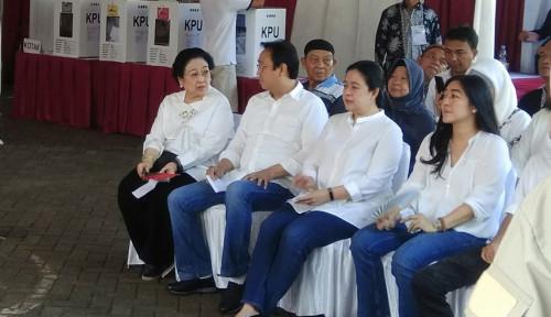 Foto Diiringi Rebana, Megawati dan Puan Maharani Nyoblos di TPS Kebagusan