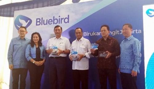 BIRD Blue Bird Resmi Luncurkan Taksi Listrik Pertama di Indonesia
