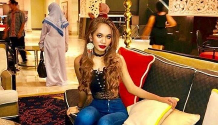Lepas Hijab dan Berpakaian Sexy, Netizen Bully Putri Ustadz Derry Sulaiman