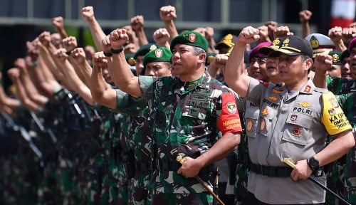 Foto Jaga Gedung MK, TNI-Polri Dapat Dukungan Moral