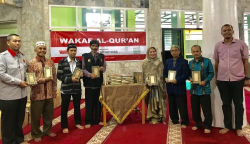 Foto Asuransi Sinar Mas Wakafkan Al Qur'an ke 7 Masjid di Bukittinggi