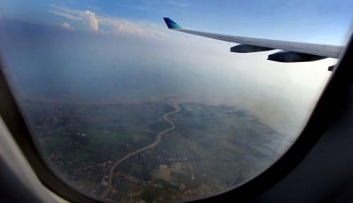 Foto Dilanda Kabut Asap, Bandara Supadio Pontianak Hentikan Semua Penerbangan