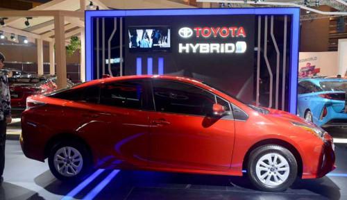 Foto Toyota Pamer 13 Unit Mobil Hybrid di IIMS 2019