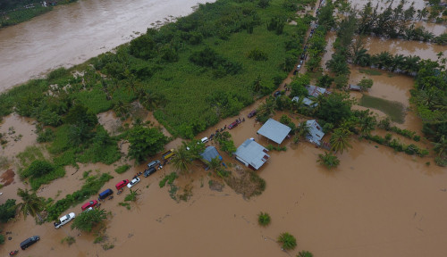 Foto Tangani Darurat Banjir dan Longsor Bengkulu, BNPB Salurkan Rp2,25 Miliar