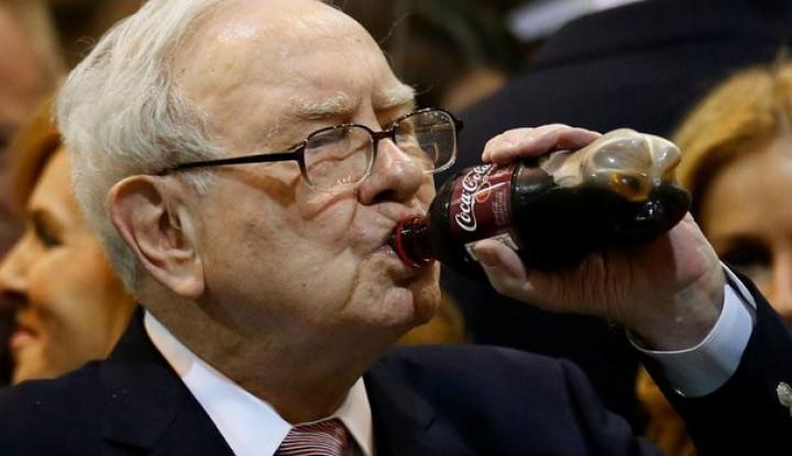 Foto Berita Kembalikan Duit Buffett 1.500 Persen, Ini Alasan Warren Buffett Investasi di Coca-Cola