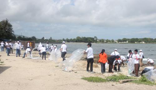 Peduli Sampah Plastik, Chandra Asri Diganjar Tiga Penghargaan CSR Awards 2021