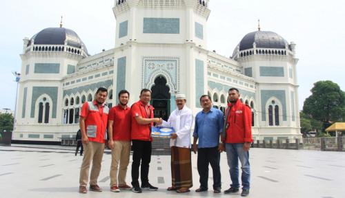 Foto Bulan Ramadan, Telkomsel Bagi-Bagi Takjil di Medan dan Aceh
