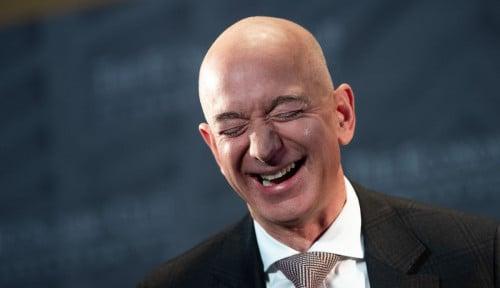 Foto Hari Pajak di AS, Pendemo Desak Jeff Bezos dkk Bayar Pajak Gede-gedean!