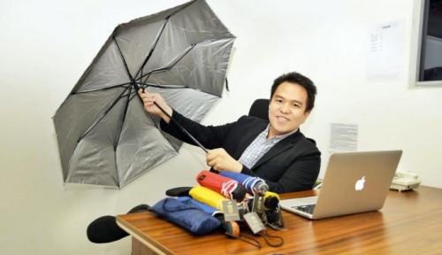 Foto Musim Hujan, Permintaan Payung Promosi Meningkat 80%