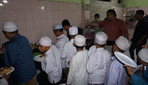 Foto Sasa ajak Anak Panti dalam Keseruan Live Cooking