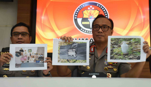 Foto Densus Tangkap 9 Terduga Teroris