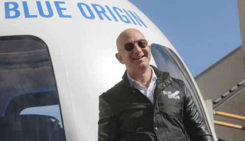 Foto Jeff Bezos Lelang Tiket ke Luar Angkasa, Penawar Tertinggi Tembus Nyaris Rp400 M!