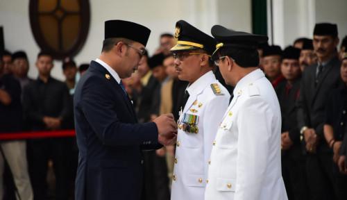 Foto Bupati Cirebon Dilantik dan Diberhentikan di Hari yang Sama, Emil Bilang...