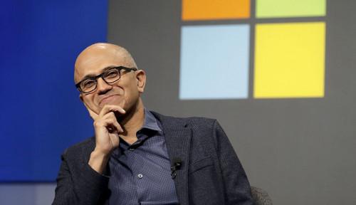 Foto So Sweet! Biasa Kerja di Kasur, Bos Microsoft Cerita Dibantu Sang Anak Supaya Kerja di Meja