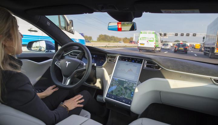 Banyak Masalah pada Mobil Otonom, Teori Komputasi Hyperdimensional Tawarkan Solusi - Warta Ekonomi