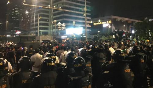 Foto Ini Permohonan Polisi ke Massa Aksi 22 Mei, Bikin Sedih dan Haru