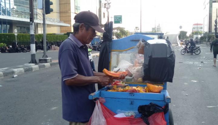 Kisah Sukardi, Pedagang Buah yang Menangguk Untung di Tengah Ricuh 22 Mei - Warta Ekonomi