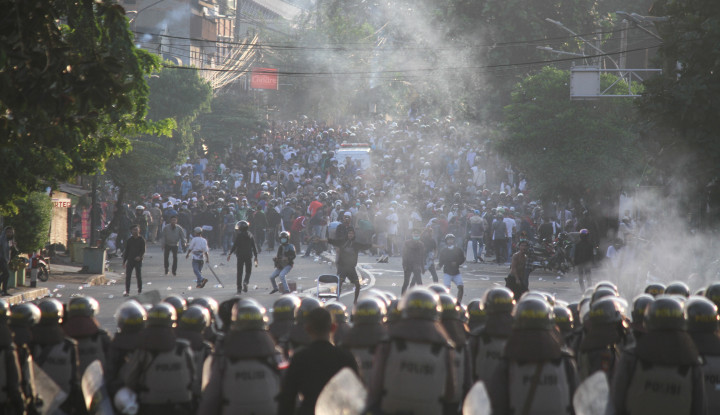IPW Desak Polisi Berani Buka Sosok Penyandang Dana Perusuh Bayaran - Warta Ekonomi