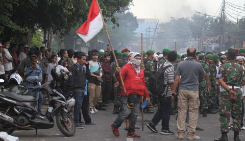 Foto Demo 22 Mei Ricuh, Tito Didesak Mundur