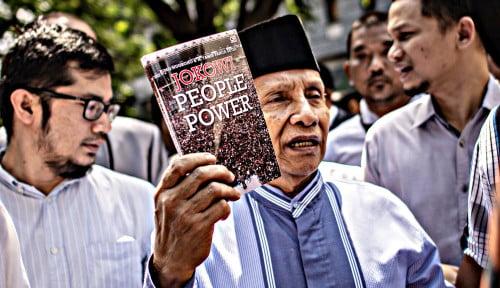 Foto Apa di Balik Buku 'Jokowi People Power' yang Dibawa Amien Rais?