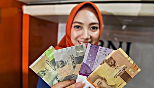 Foto Rupiah Menguat Pelan-Pelan ke Posisi...