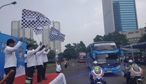 Foto Mudik Bareng BUMN, Arief Mulyadi Lepas Ratusan Pemudik Tujuan Solo dan Surabaya