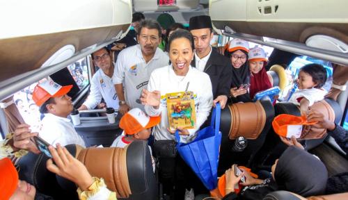 Foto Menteri Rini Mangkir dari Panggilan KPPU