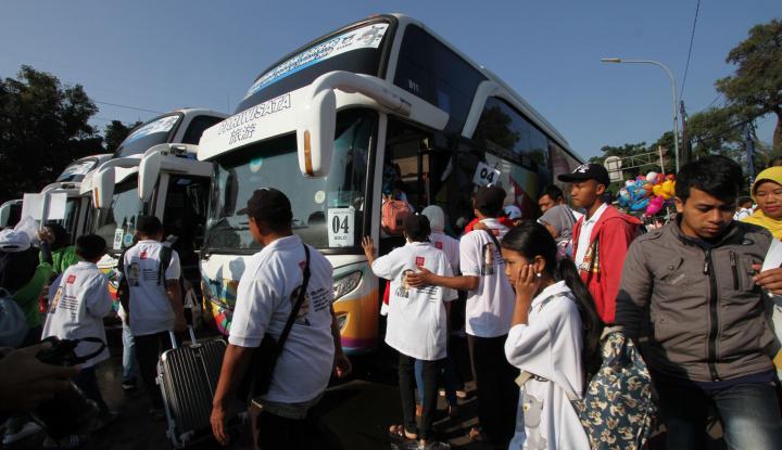 Di Mudik Gratis BUMN, RNI Berangkatkan 1.500 Pemudik dengan Bus dan Kapal Laut - Warta Ekonomi