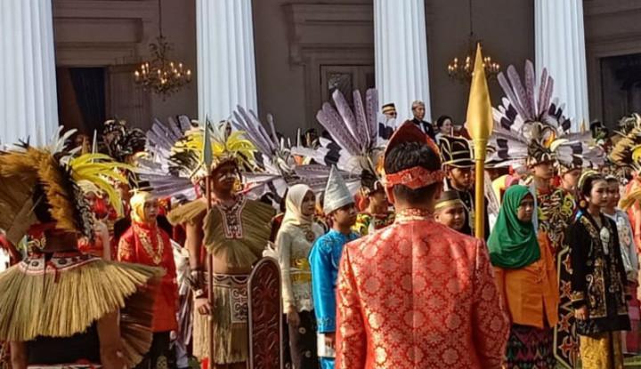 Pakai Baju Adat Jawa, Jokowi Pimpin Upacara Hari Lahir Pancasila - Warta Ekonomi