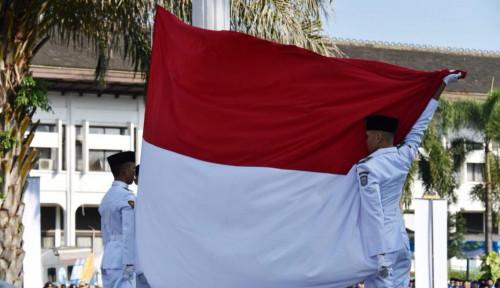 Foto Soal Insiden Bendera Jatuh, Pemprov Jabar Bilang...
