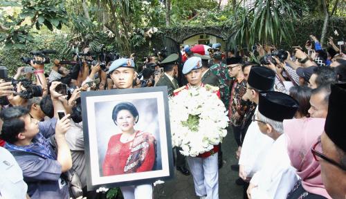 Foto Ganjar Akui Ani Yudhoyono Tak Jaim saat Makan