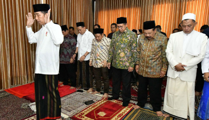 Jokowi Lebih Pilih Salat Id di Masjid Kecil - Warta Ekonomi