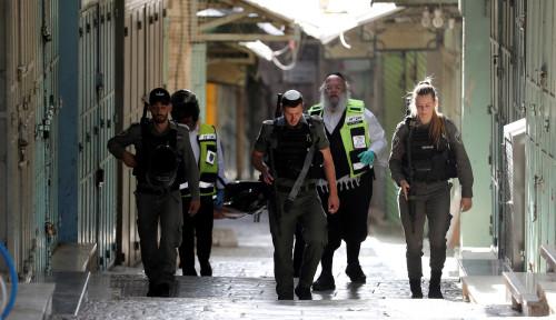 Foto Tentara Israel Tembak Perempuan Palestina Usai Berusaha Menikamnya
