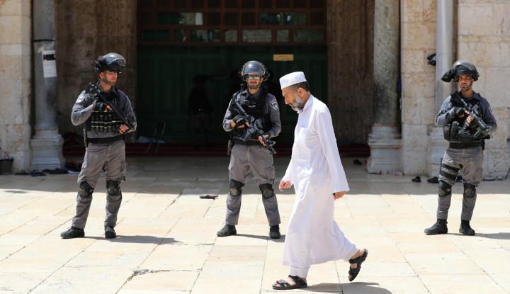 Miris! Pasukan Israel Usir Jamaah Muslim dari Masjid Al-Aqsa - Warta Ekonomi