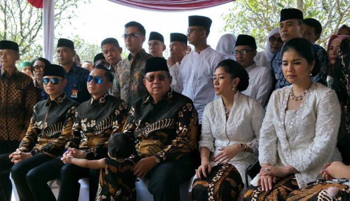 Kisah Ibu Ani Minta Keluarga Pakai Batik saat Lebaran - Warta Ekonomi