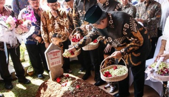 Tahlilan Hari ke-7 Ani Yudhoyono, Raut Wajah SBY Masih Terlihat Duka - Warta Ekonomi