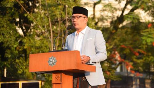 Foto Petuah Emil Kala Salat Idulfitri di Bandung Bikin