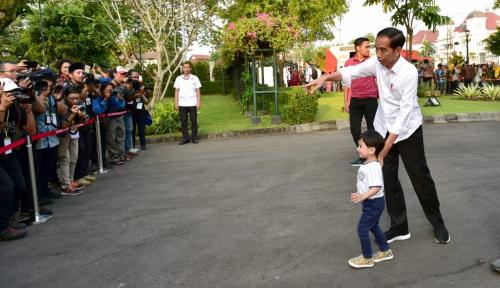 Senangnya Jokowi Punya Cucu Baru