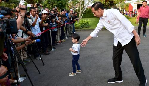 Kasih Sambutan ke Milad Muhammadiyah, Jokowi Bawa-bawa Istri dan Cucu