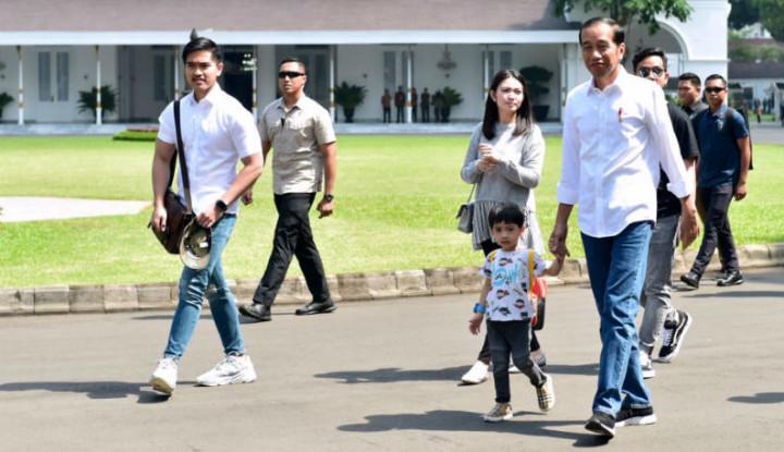 Mbah Jokowi Borong Batik untuk Cucu-cucunya - Warta Ekonomi