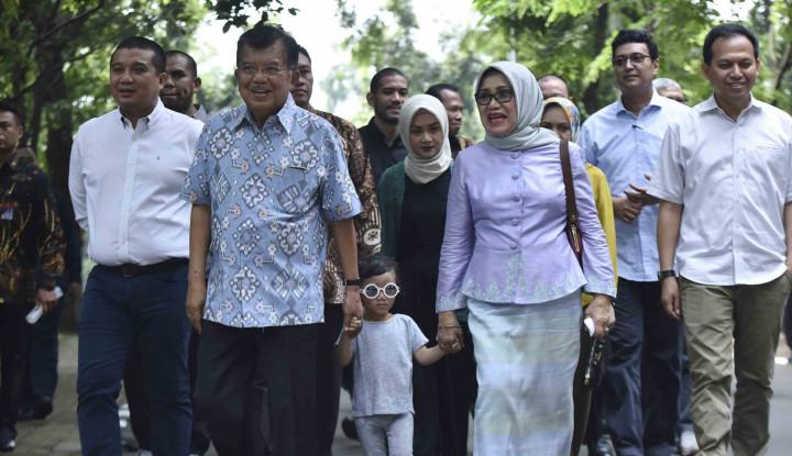JK Habiskan Waktu Main dengan Cucu di Makassar - Warta Ekonomi