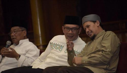 Foto Ridwan Kamil dan Ustaz Rahmat Baequni Diskusi Soal Illuminati Masjid Al Safar, Hasilnya...