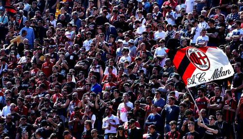 Foto AC Milan Belum Menyerah Amankan Bek Tengah Juventus